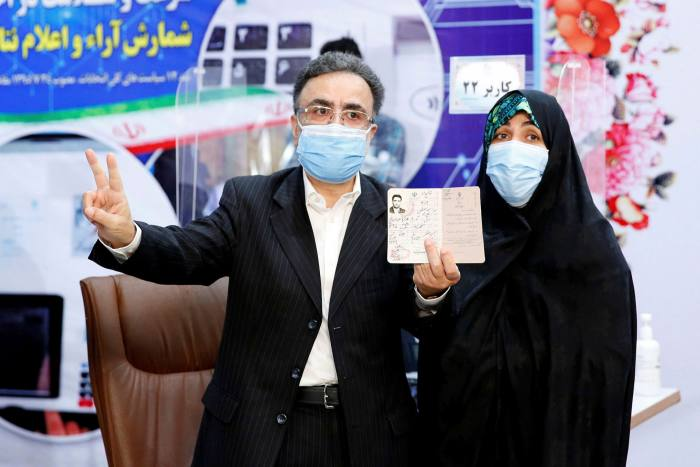 Mostafa Tajzadeh and his wife at his registration for Iran's presidential election on May 14, 2021